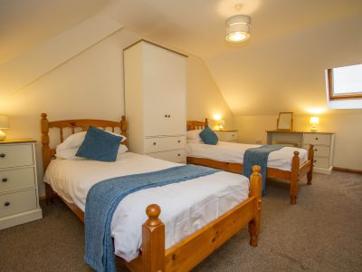 Twin bedroom in Apartment 3, Seaview apartments, Broad Haven, St Brides Bay, Pembrokeshire
