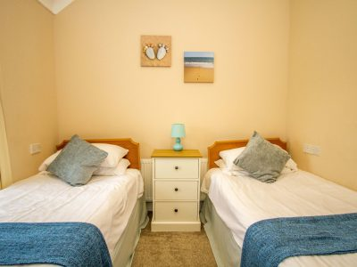 Twin bedroom in Apartment 2, Rocksdrift House, Broad Haven, St Brides Bay, Pembrokeshire