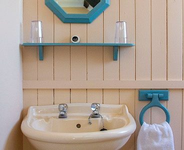 Ensuite cloakroom in Twin bedroom, apartment 5, overlooking St Brides Bay, Pembrokeshire