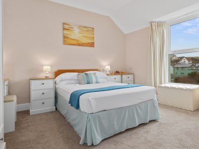 Double bedroom in Apartment 2 with sea view